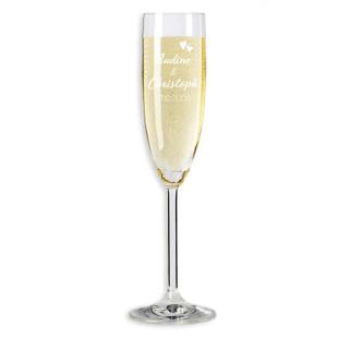 Sektglas von Leonardo Design mit Herzchengravur und gravierbar mit persönlichem Namen und Hochzeitsdatum des Brautpaares. Das perfekte Hochzeitsgeschenk mit Gravur zum selber Gestalten..
