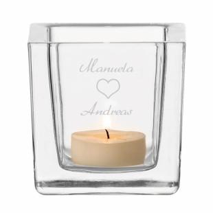 Windlicht mit Paar Gravur. Gravierter Teelichthalter mit gravierten Namen und Herz. Eckiges Glaswindlicht von Leonardo Design - personalisiert.