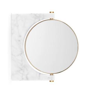 Menu Design Wandspiegel Pepe aus weißem Marmor mit Doppelspiegel in goldener Messingfassung.