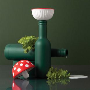 Küchentrichter im Fliegenpilz-Look von OTOTO Design. Magic Mushroom Funnel Trichter. Pilz Trichter von OTOTO.