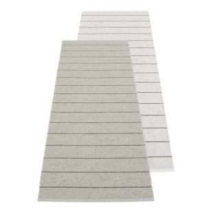 Outdoor Teppichläufer CARL grey - fossil grey von Pappelina. Design Wendeteppich grau. Teppich Kunststoff Made in Schweden