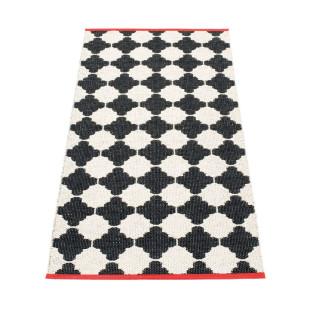 Pappelina Teppichläufer MARRE 150 x 70 cm. Wendeteppich schwarz-weiß mit skandinavischen Muster und coralfarbener Kante.