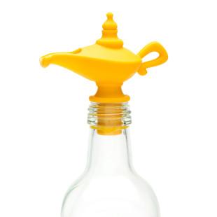 Ausgießer OILADDIN mit Verschlussfunktion von PELEG Design. Öllampe Aromastopfen gelb mit Ausgießerfunktion - Peleg Design.