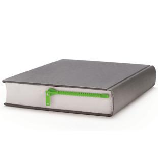 Lesezeichen Zipmark in grün von Peleg Design. Dieser Reißverschluss öffnet garantiert die richtige Stelle deines Buches.