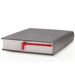 Lesezeichen Zipmark in rot von Peleg Design. Dieser Reißverschluss öffnet garantiert die richtige Stelle deines Buches.