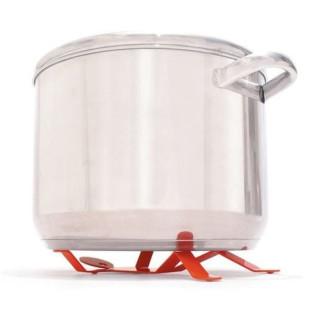 Topfuntersetzer RED HOTMAN von Peleg Design. Das pulverschichtete Männchen aus Stahl trägt ihr Essen auf Händen.