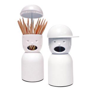 Weißer Design Zahnstocherspender von QUALY: Picky Boy hilft, wenn mal wieder etwas zwischen den Zähnen hängt. Mütze hochheben und Zahnstocher entnehmen.