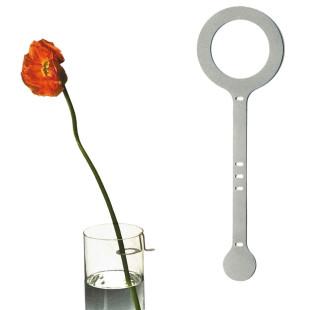 Raumgestalt Eineblumehalter: Blumenhalter aus Edelstahl - einmal mit Funktionsansicht inklusive Blume.