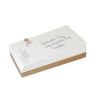 Raumgestalt Flowernail Merkzettel: kleines Eichenholzbrett mit Notizzetteln und einem Blumennagel - Schrägansicht.