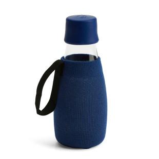 Dunkelblaue Schutzhülle / Sleeve für die Glas Trinkflasche 0,3 Liter von Retap Design.