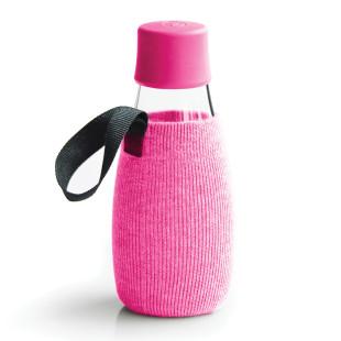 Pinke Schutz- und Transporthülle aus Baumwolle mit praktischer Trageschlaufe für die Design-Trinkflasche 0,3 Liter von Retap.