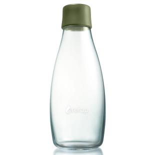 Retap Trinkflasche Army Green aus hochwertigem Borosilikatglas, mit 0,5 L Füllvolumen und olivegrünem Druckdeckel aus lebensmittelechtem Silikon..