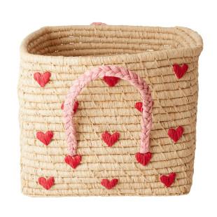 Korb aus Naturbast mit roten Herzen von RICE. Eckiger Bastkorb mit Henkelgriffen.