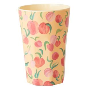 Farbenfroher Becher mit Pfirsich-Print von RICE Denmark. Trinkbecher Peach aus Melamin.