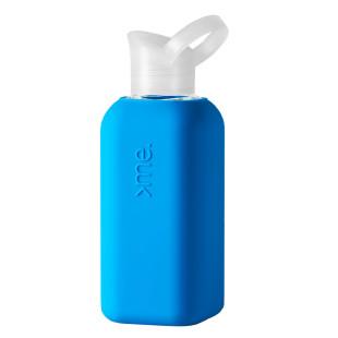 Squireme. Design Trinkflasche aus Glas mit Silikon-Bezug in neon blau