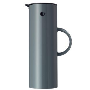 Einzelansicht der granit grauen Stelton Isolierkanne EM77 mit 1 Liter Fassungsvermögen