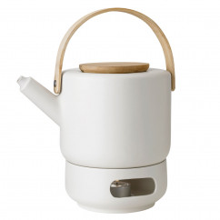 Teeset Theo sand: Teekanne Keramik beige mit Holzgriff inkl. Stövchen von Stelton Design.