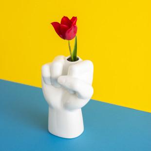 FUCKVASE vom Designlabel Werkwaardig - Originelle Handvase in weiß mit Loch für Blume die den Stinkefinger simuliert.