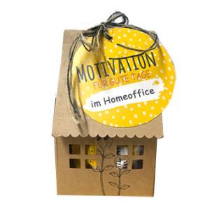 Motivationsglückskekse im Papphaus von Wunderle - braunes Papphäuschen aus nachhaltiger Forstwirtschaft, gefüllt mit motivierenden Glückskeksen