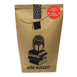 Lese Auszeit Geschenktüte von Wunderle. Braune Papiertüte, befüllt mit netten Kleinigkeiten