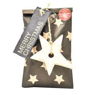 Merry Christmas Geschenktüte von Wunderle. Braune Papiertüte, befüllt mit weihnachtlichen Kleinigkeiten, für eine stimmungsvolle Weihnachtszeit