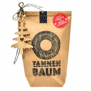 Tannenbaum Geschenktüte von Wunderle. Braune Papiertüte, befüllt mit zauberhauften Kleinigkeiten für die Weihnachtszeit