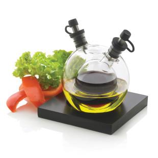 Essig- und Ölspender Orbit von XD Design. Moderner 2in1 Spender für Essig und Öl aus Glas. Glasspender auf schwarzer Basis.