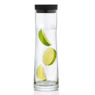 Wasserkaraffe Splash 1l anthrazit von Blomus - befüllt mit Wasser und Zitronenscheiben