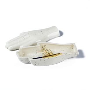 Keramik Aufbewahrungsschale Hand ORGANIC. Ausgefallene Hand-Schale von Doiy Design.
