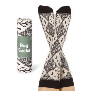 Berber Rug Socks von doiy design - 1 Paar Socken, hochwertiger Feinstrick, originell verpackt in Form eines Berberteppichs