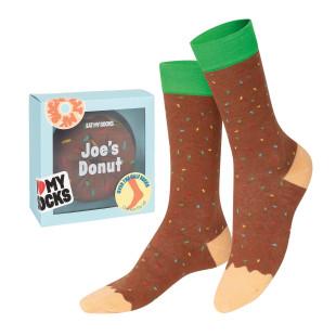 Donuts Socken Schokolade von DOIY. Fashionsocken - DOUGHNUT Socks chocolate in cooler Gesshenkverpackung von DOIY DESIGN.