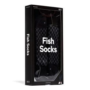 Die stylischen Fashionsocken FISH SOCKS in schwarz von Doiy Design. Die Fisch-Socken werden in einer coolen Verpackung geliefert.
