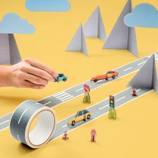 Klebeband My First Autobahn von donkey products. Klebeband mit Straßenaufdruck + Bastelbogen: Auto, Straßenschild, Ampel ...