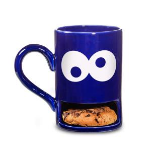 Die blaue MUG MONSTER Tasse mit Keksfach von DONKEY: Lustige Henkeltasse mit Kulleraugen und Fach für einen Keks.