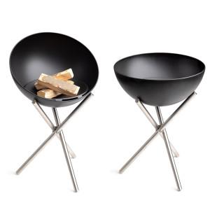 Feuerschale Bowl von höfats. Feuerstelle auf Dreibein mit schwenkbarer Feuerschale. Mit Zubehör zum Grill erweiterbar.