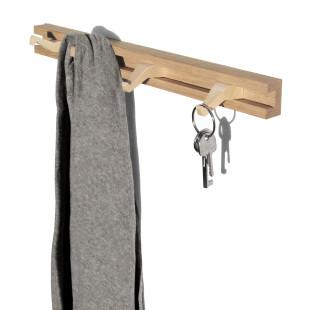 45 cm Hakenleiste Anderl aus Holz von side by side Design. Haken können individuell eingeschoben werden. Ideal für Kleidung, Schlüssel oder Schmuck.