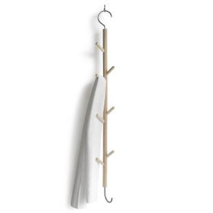 Hängehaken 1 for 8 aus Ahornholz mit Edelstahlhaken von side by side - Stimmungsbild mit Handtuch.