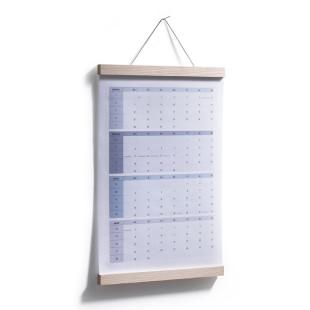 Posterleiste A3 Ahornholz 30 cm von side by side inklusive eingespanntem Kalender.